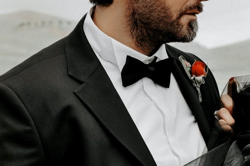 Man wearing tuxedo with Wing tip collar tuxedo shirt.