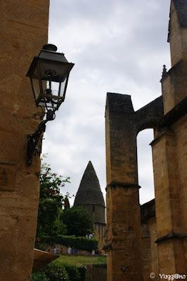 La lanterna dei Morti era il faro dei defunti. Esempio a Sarlat la Caneda