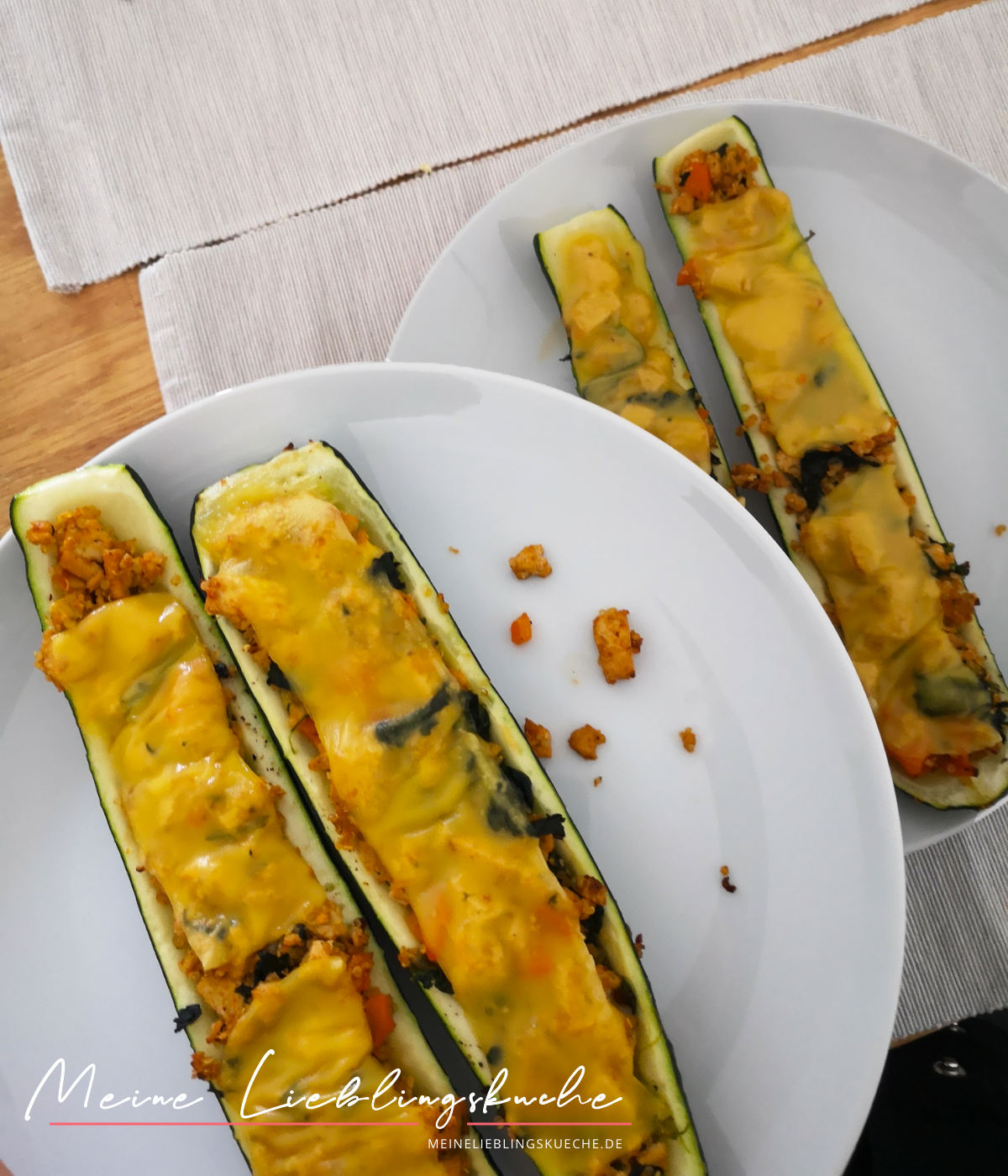 Gefüllte Zucchini-Schiffchen mit Tofu-Füllung