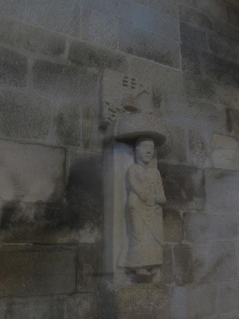 detalhes do interior do Mosteiro do Salvador de Paço de Sousa