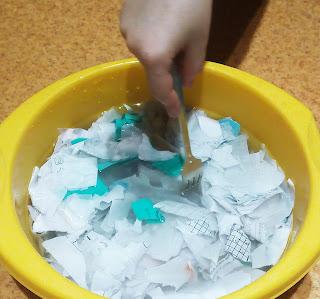 бумага своими руками, МК: заливаем бумагу тёплой водой