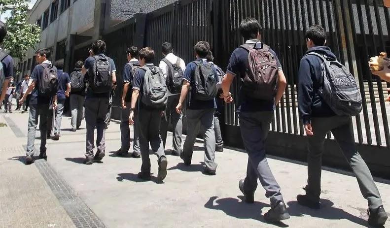 Colegios y universidades de Santiago que regresan a clases desde este lunes