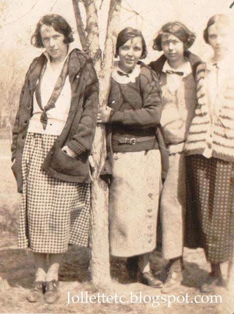 Pals at Harrisonburg Teachers College 1924 https://jollettetc.blogspot.com