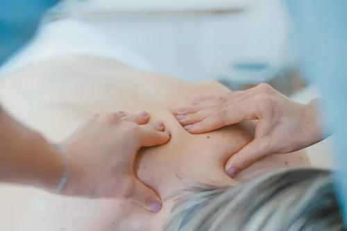 travelling massage therapist