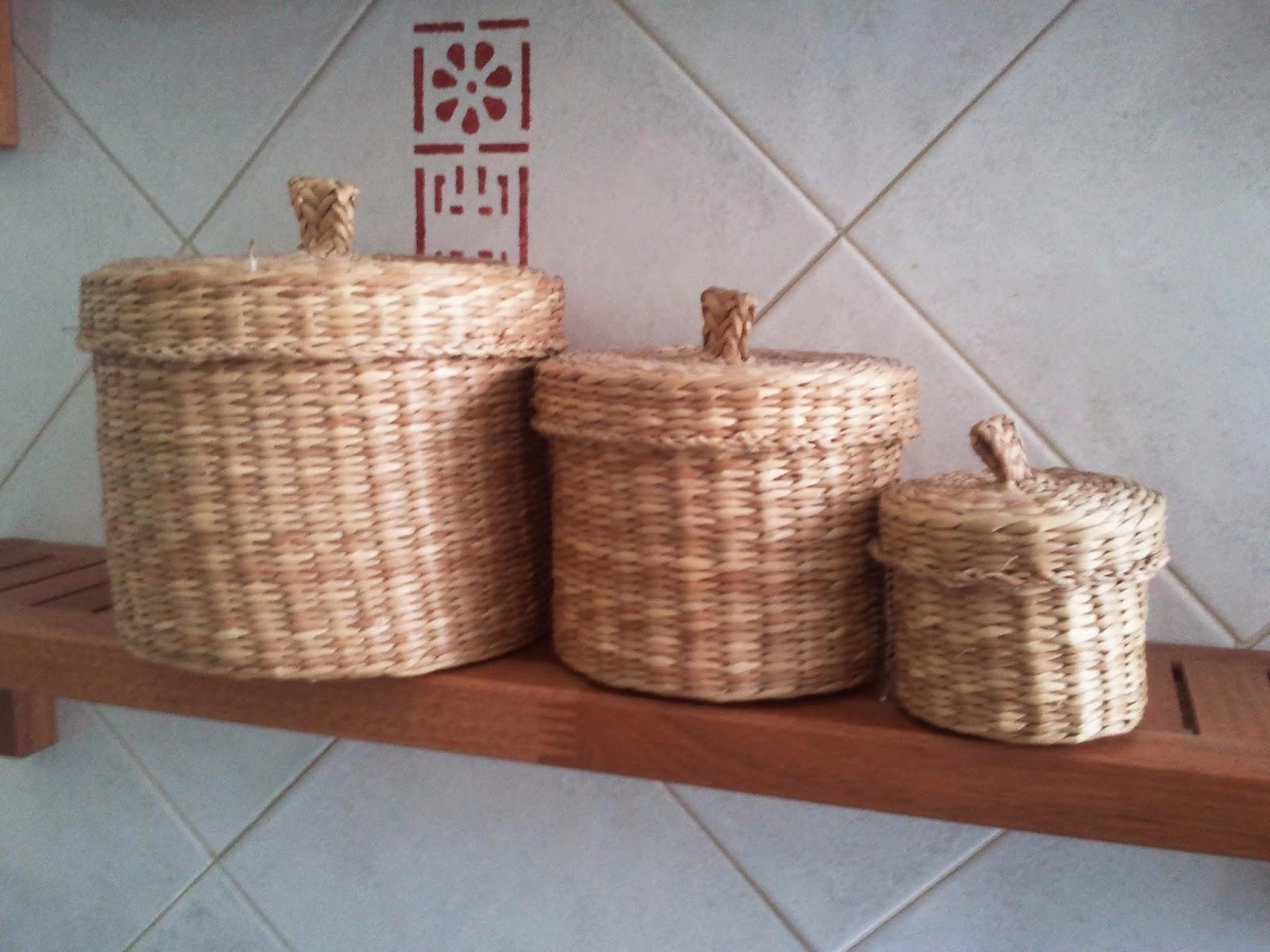 Come decorare con semplicit contenitori in vimini - Contenitori di plastica ikea ...