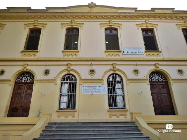 Vista da fachada conservada da Escola Estadual Padre Antonio Vieira - Santana - São Paulo