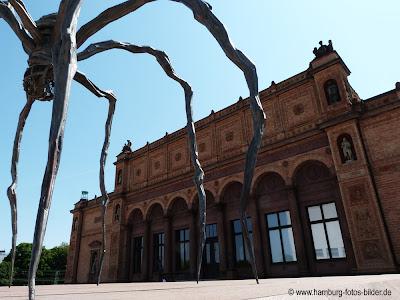 Hamburg Kunsthalle, Seitenansicht schräg mit Spinne