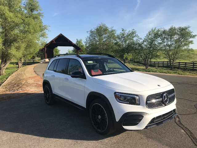 Front 3/4 view of 2020 Mercedes-Benz GLB 250 4MATIC