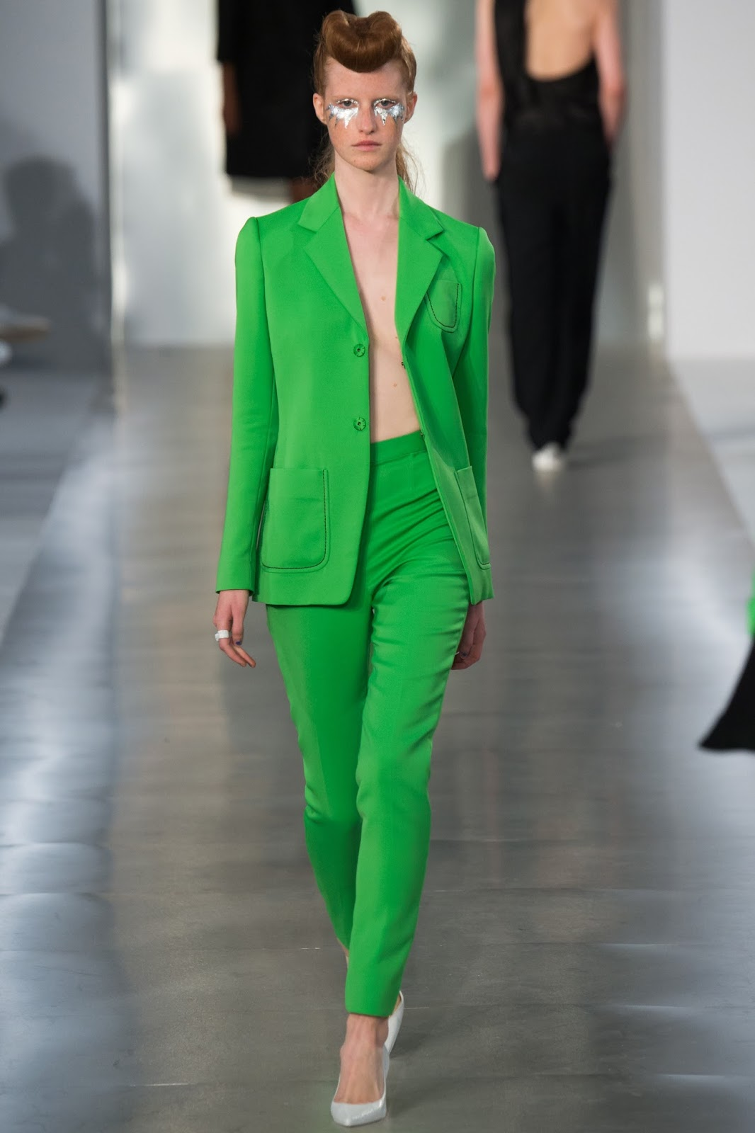 Pantone colour report & spring summer 2016 fashion trends / green flash at Maison Margiela Spring/Sumemr 2016 via www.fashionedbylove.co.uk British fashion & style blog