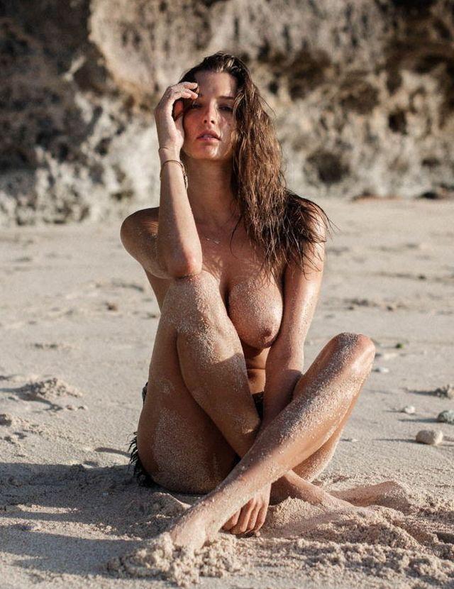 Alyssa Arce en topless