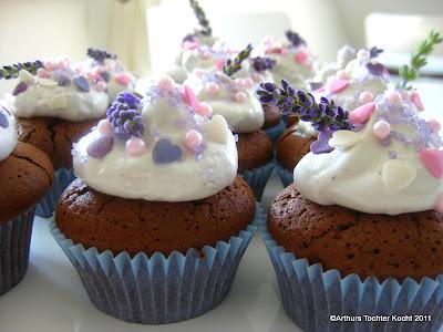 Lavendel-Cupcakes, Rotwein-Schoko-Cupcakes mit Erdbeercrème, Käsekuchen-Cupcakes  | Arthurs Tochter kocht. Der Blog für Food, Wine, Travel & Love von Astrid Paul
