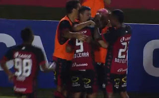 Vitória quebra invencibilidade do Paraná, e cola no G4 da Serie B