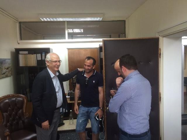 Ο Διεθνής Έλληνας ποδοσφαιριστής Φάνης Γκέκας στο Δημαρχείο της Λάρισας