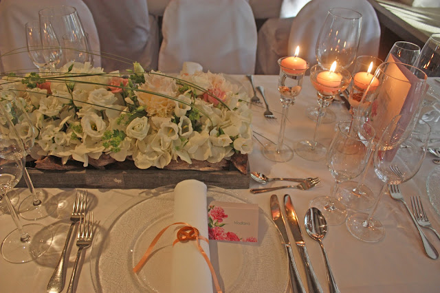 Blumenschmuck von Passiflori Penzberg für eine Mai-Hochzeit, may wedding centerpieces with peonies - Hochzeit im Seehaus am Riessersee, Hochzeitshotel Garmisch. #wedding venue #Hochzeitshotel #Garmisch #Bavaria #Bayern