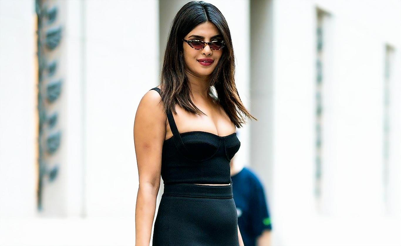 Priyanka Chopra Hot Dress Stylish Wallpaper
