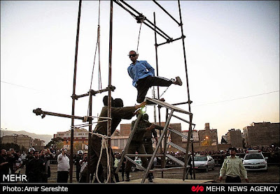 Public hanging in Karaj, Iran, August 2014