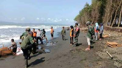 Pantai Kemiren Cilacap Tergerus Abrasi, Ini Upaya Babinsa Tegalkamulyan