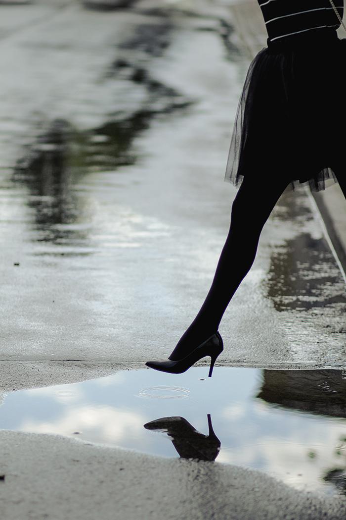 Tulle skirt, tulle, rain, rainy day, under my umbrella, off shoulder, tiulówka, tiulowa spódniczka, black swan