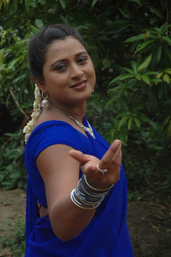 Bollywood actress tamanna hot navel show - 2 3