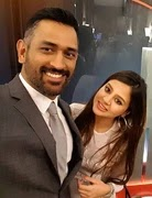 mahendra singh dhoni with her wife