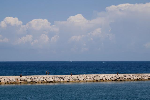 Procida, il porto e il mare