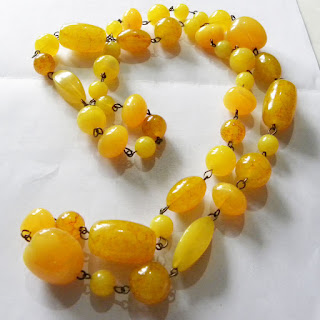Yellow long bead necklace 1920s