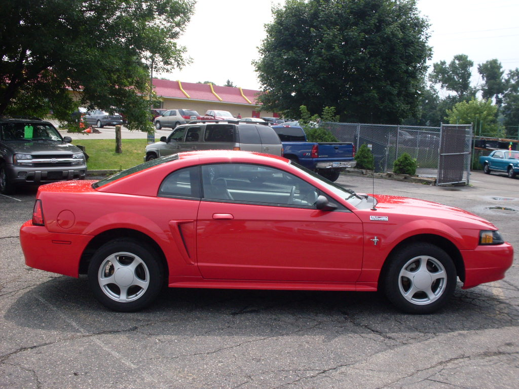 Ride Auto: 2003 Mustang red