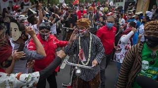 FPl tanya Mahfud: Acara Gibran di Solo Tak Jaga Jarak, Kenapa Hanya HRS yang Dipermasalahkan?