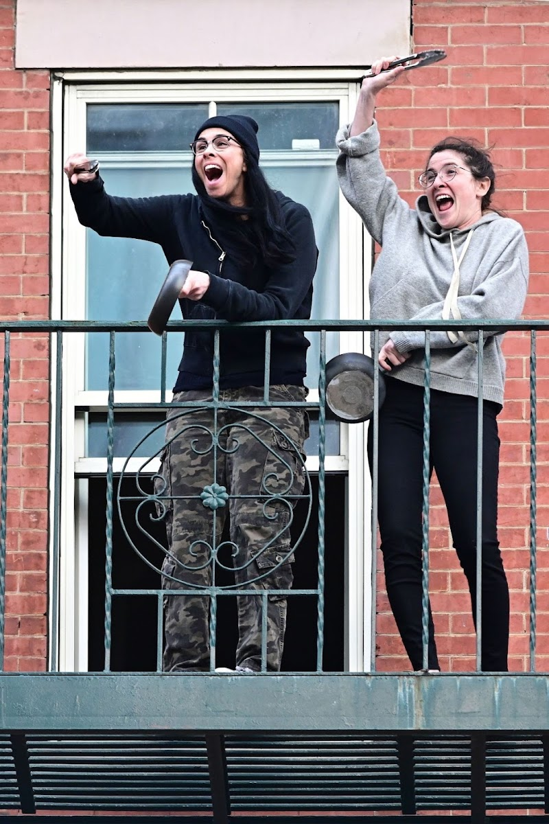 Sarah Silverman Clicks at Her Balcony in New York 27 Apr-2020
