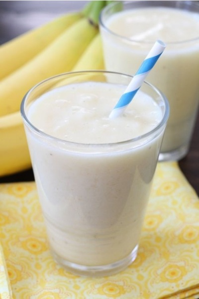 Pineapple, Banana, and Coconut Smoothie.  Bahan: nanas, pisang, kelapa.