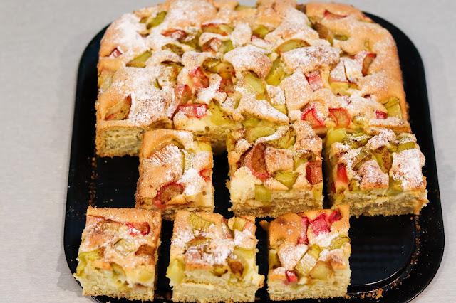 ciasta i desery, ciasto z rabarbarem, ciasto z rabarbarem proste, szybkie ciasto z rabarbarem, ciasto z owocami, rabarbarowe ciasto,