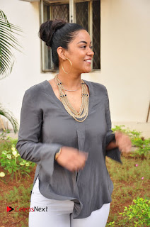 Actress Mumaith Khan Pictures at Thikka First Look Launch  0086