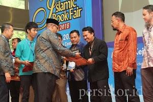 """Karya Sejarawan Tiar Anwar Sabet Penghargaan """"Buku Terbaik IBF 2018"""""""