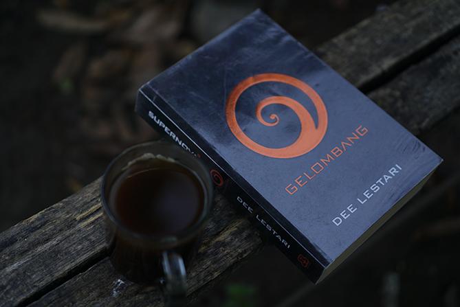 Novel Supernova Gelombang Karya Dee Lestari