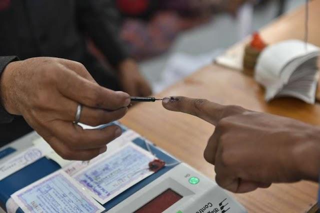 भारतीय निर्वाचन आयोग (ECI) ने अब कोरोनावायरस महामारी के बीच मतदान के लिए दिशानिर्देश जारी किए हैं।
