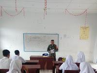 Babinsa Koramil 01/Medang Deras  Berikan Materi Wawasan Kebangsaan Kepada Siswa SMP Negeri  3 Pagurawan