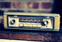 bisnis barang antik, usaha barang antik, modal usaha barang antik, barang antik, jualan barang antik, radio, radio antik, jualan radio bekas, barang antik unik