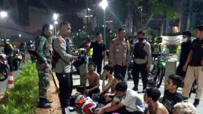 Polisi Ditabrak Geng Motor Saat Tindak Balap Liar Bundaran HI