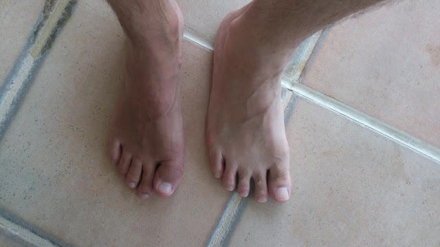 イタリア人と日本人の足型