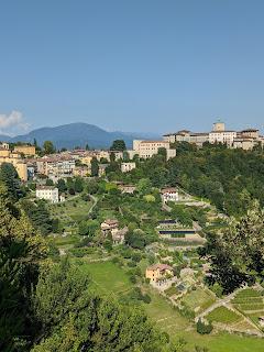 A view of the gardens below Via Sudorno.