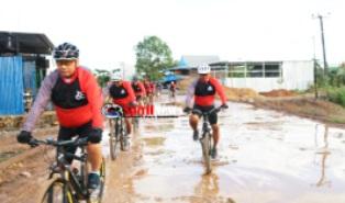 Wakapolda Bersama Pejabat Utama Mapolda Jajal Rute Fun Bike Cross Country