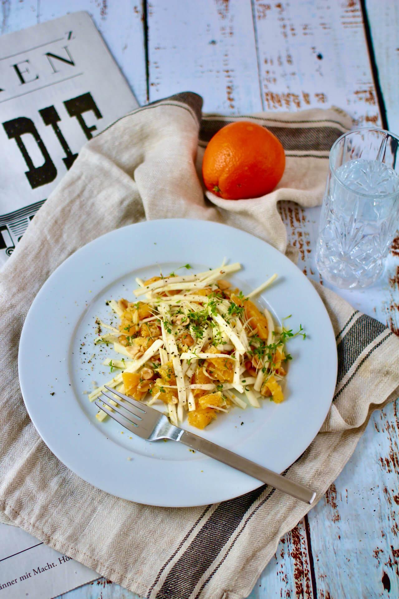 Powersalat mit Orange und Sellerie