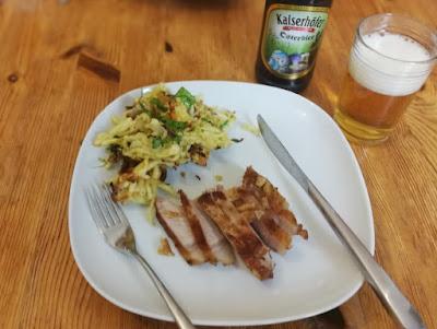Bärlauch-Käsespätzle mit Schweinekotelett