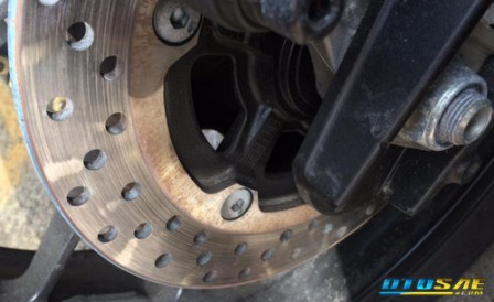 Cara Mengatasi Rem Cakram Seret Pada Motor dengan Mudah