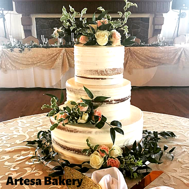 Picture Perfect Rustic Wedding Cake by Mikayla Machlet of Artesa Bakery image courtesy of Artesa Bakery