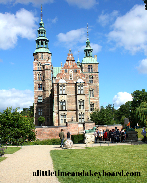 In awe in front of Rosenborg Castle.