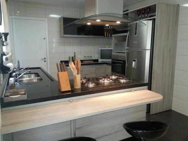 cozinha-pequena-pedra-escura