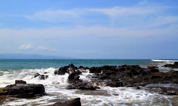 19 Wisata Pantai di Sukabumi Favorit Dikunjungi Wisatawan