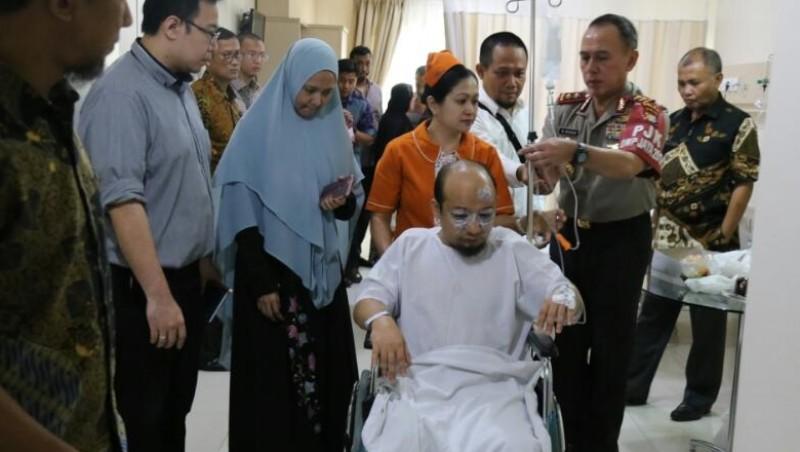 Kapolda Metro Jaya menjenguk penyidik Novel Baswedan