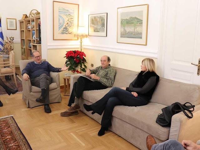 Ο Νίκας επιστρατεύει τον Μανούσο Μανουσάκη για ντοκιμαντέρ εν όψει των εορτασμών για το 2021